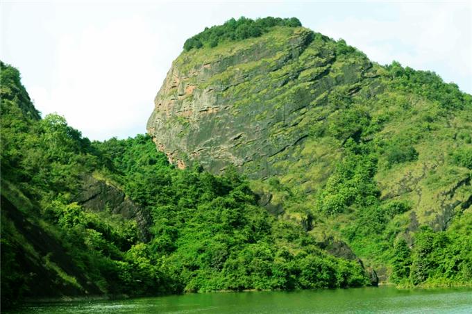 平远县金斗岩旅游开发雷电竞竞猜